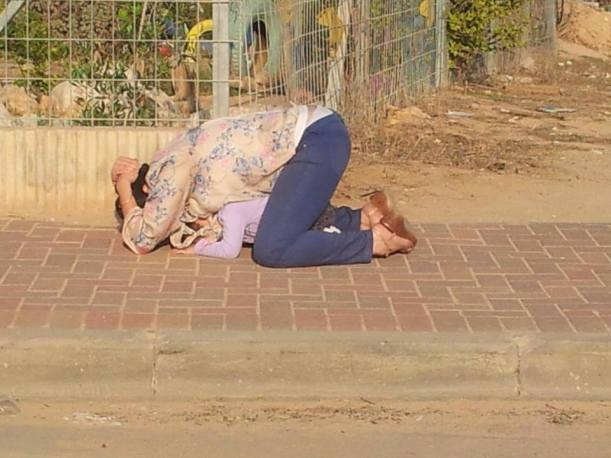 Israeli mother shields her daughter with her own body