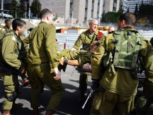 IDF Chief of Staff Benny Gantz evacuating a wounded soldier, staying with him until the doctors began treatment